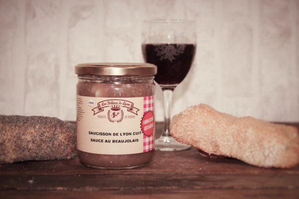 plat cuisine saucisson lyonnais au beaujolais